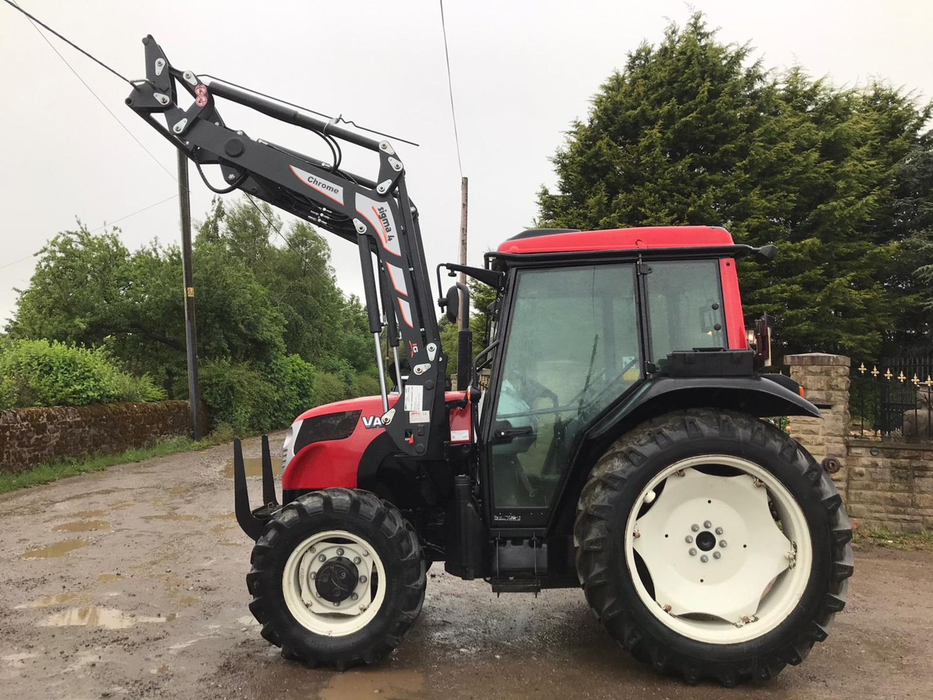 Lot 29 - 2017/67 REG VALTRA A73 TRACTOR WITH LOADER, RUNS, DRIVES AND LIFTS, SHOWING 550 HOURS *PLUS VAT*