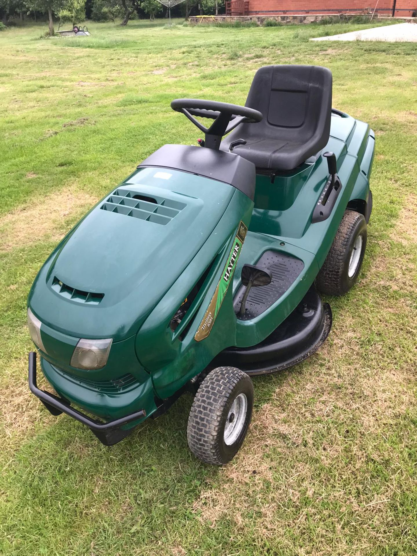Lot 31 - HAYTER RS82 RIDE ON LAWN MOWER, RUNS, DRIVES AND CUTS *NO VAT*