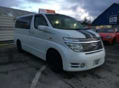 2004/04 REG NISSAN ELGRAND HIGHWAY STAR 3.5 V6 AUTOMATIC MPV 7 SEATER *NO VAT*