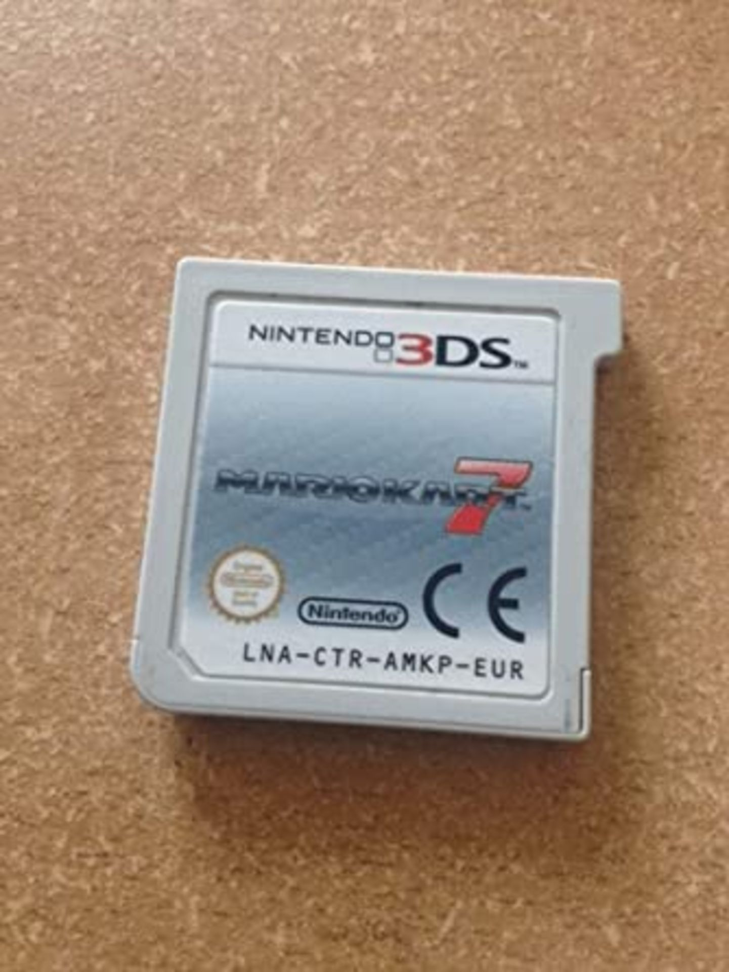 Lot 522 - NINTENDO 3DS XL WHITE HANDHELD CONSOLE, C/W MARIO KART 7, IN WORKING ORDER WITH CHARGER *NO VAT*