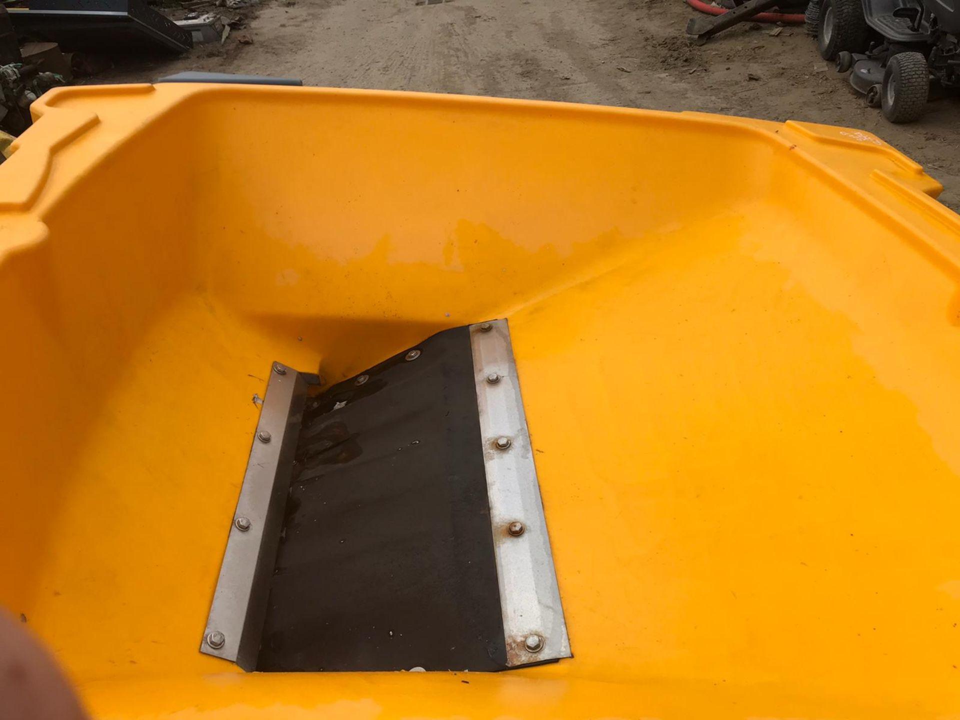 Lot 17 - CRUISER TURBOCAST 1000 TOW BEHIND SALT SPREADER, WORKS, *PLUS VAT*