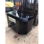 JOHN DEERE EMPTY COUNTER WEIGHT, SUITABLE FOR 3 POINT LINKAGE *PLUS VAT*