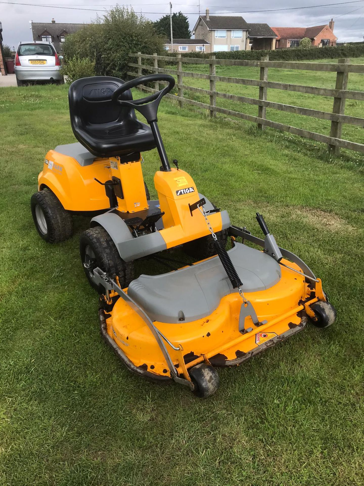 Lot 22 - STIGA COMPACT 16 4WD RIDE ON LAWN MOWER, RUNS, DRIVES AND CUTS, OUTFRONT DECK, CLEAN MACHINE *NO VAT