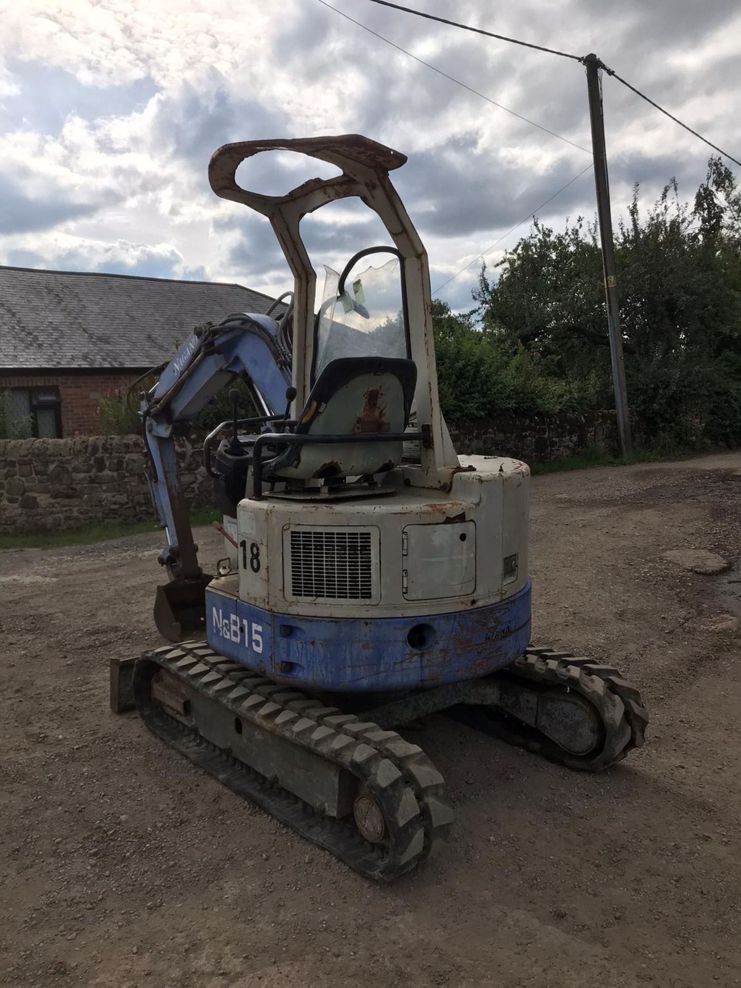 Lot 15 - HANNEX N&B 15 RUBBER TRACKED CRAWLER EXCAVATOR, RUNS, DRIVES & DIGS, TRACKS ARE LIKE NEW *PLUS VAT*