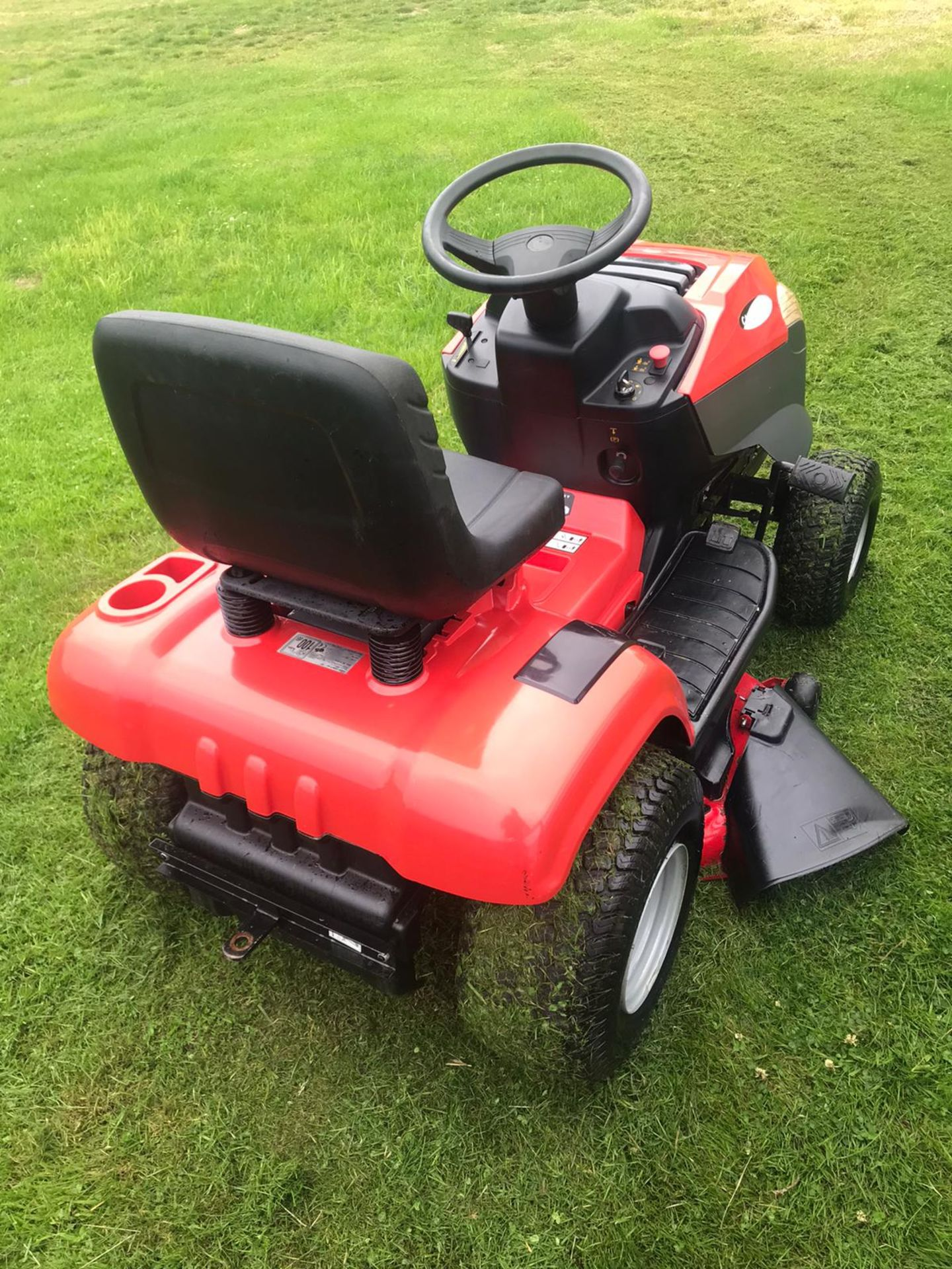 Lot 54 - CASTLE GARDEN SDX 98 HYDRO RIDE ON MULCHER MOWER, RUNS, DRIVES AND CUTS, GREAT CONDITION *NO VAT*