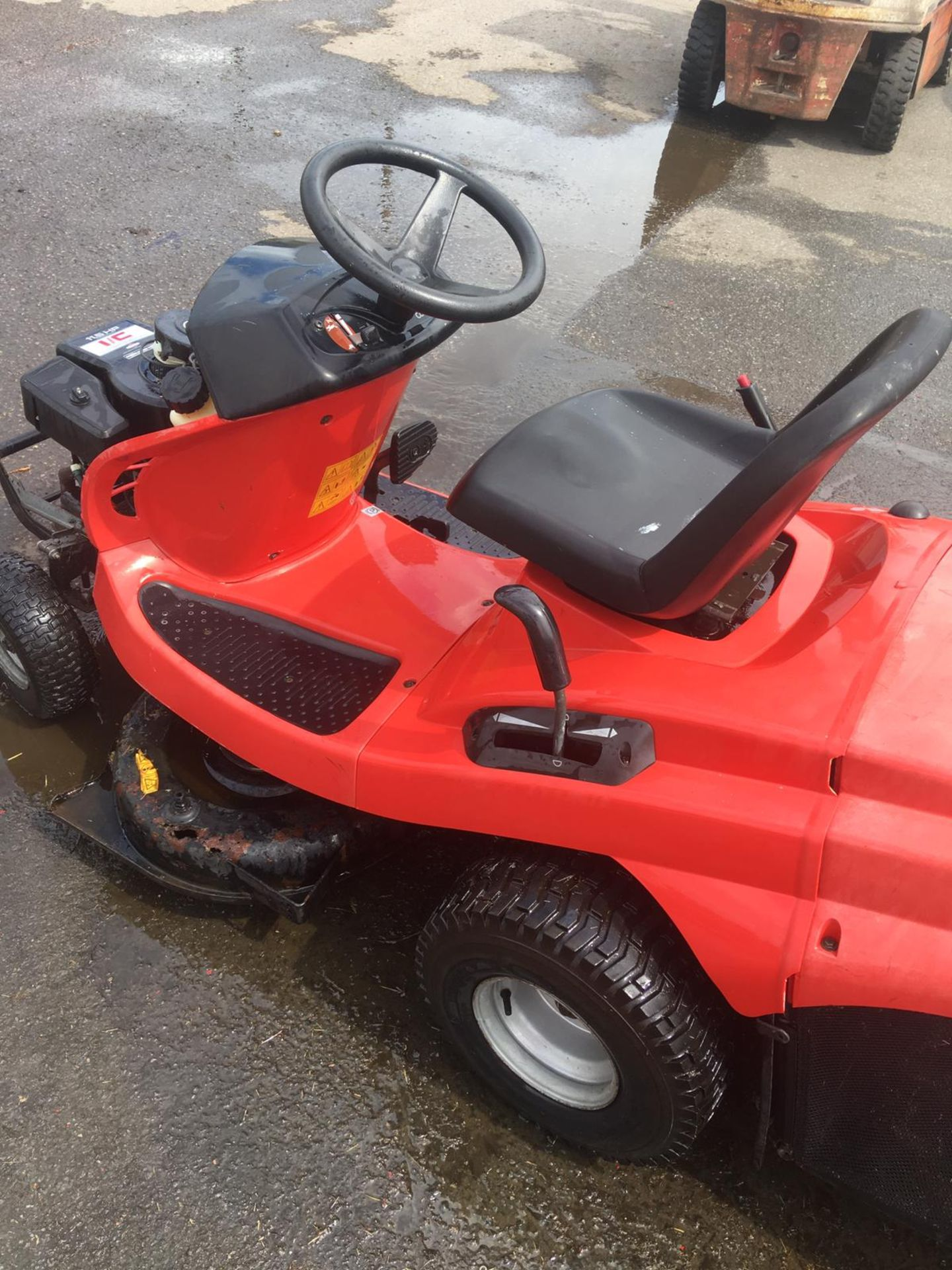 Lot 44 - AL-KO T15-102 HD RIDE ON LAWN MOWER, 225 KG, YEAR 2002, C/W REAR GRASS COLLECTOR, 11.5HP I/C ENGINE