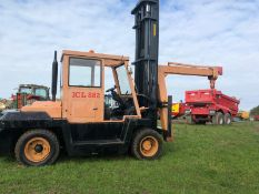 BONSER 7 TON FORKLIFT CRANE, SHOWING 1089 HOURS, TWIN WHEEL ON THE FRONT, RUNS DRIVES, LIFTS