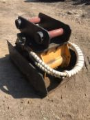 ENGCON WACKER PLATE, BELIEVES TO WORK, 80MM PINS, SUITABLE FOR 20-24 TON EXCAVATOR *PLUS VAT*