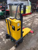 UNUSED WARRIOR YM250 12V BATTERY DRIVEN PALLET TRUCK *PLUS VAT*