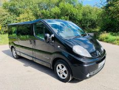 2011/61 REG RENAULT TRAFIC LL29 SPORT DCCI 115 2.0 DIESEL 9 SEATER MPV VAN, SHOWING 2 FORMER KEEPERS