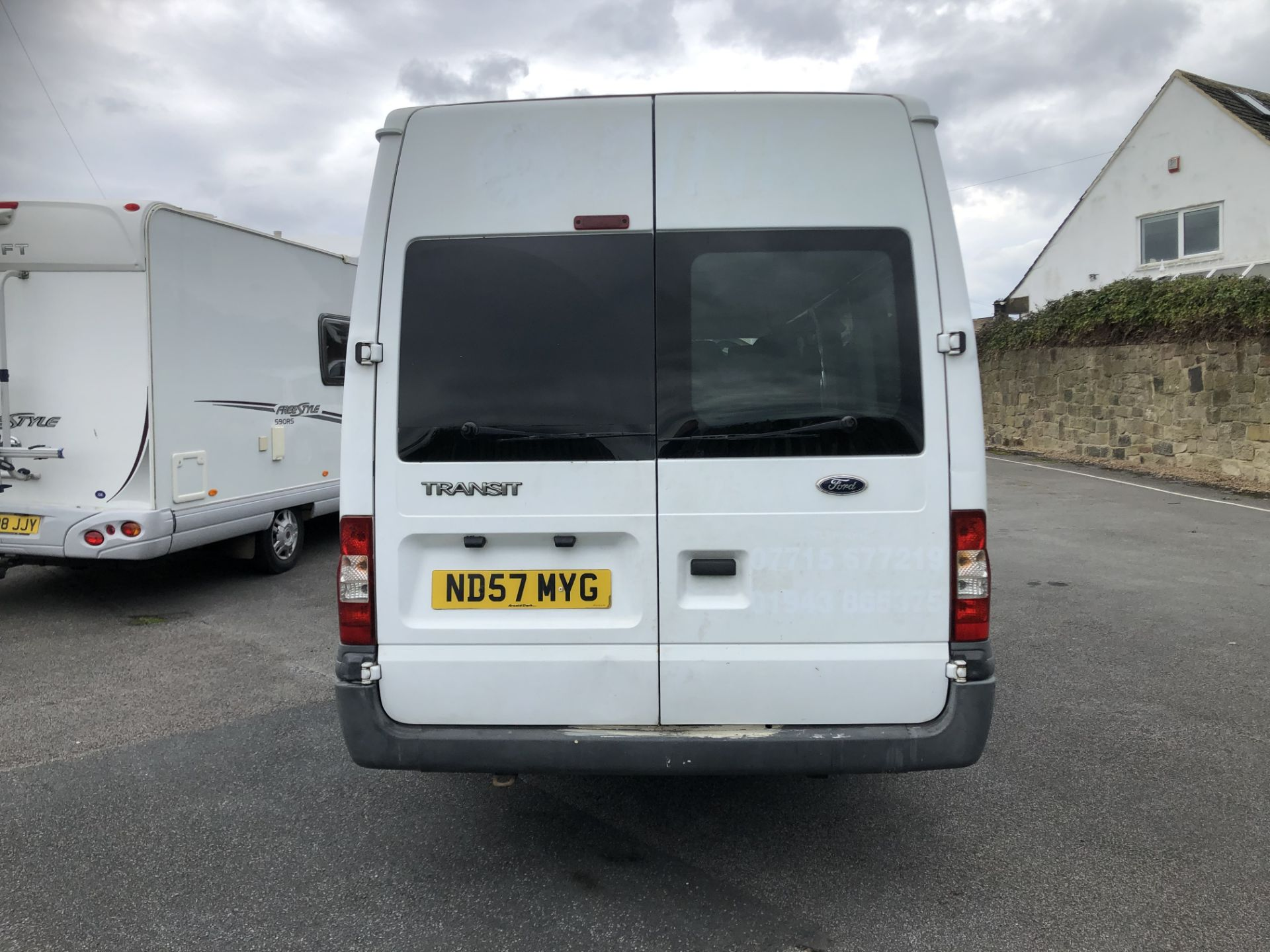 Lot 104 - 2008/57 REG FORD TRANSIT 100 8 SEATER RWD WHITE MINIBUS, SHOWING 2 FORMER KEEPERS *NO VAT*