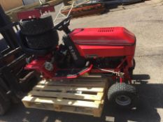 WESTWOOD S1300 RIDE ON LAWN MOWER, C/W DECK, WHEELS & GRASS COLLECTOR, SELLING AS SPARES / REPAIRS