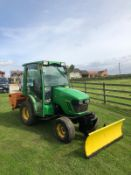 2014 JOHN DEERE 2025R TRACTOR, RUNS AND DRIVES, C/W BLADE AND GRITTER, BLADE TILTS (LEFT & RIGHT)