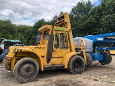 HYSTER 7 TON TWIN WHEELED FORK LIFT, BATTERY WAS FLAT BUT BELIEVED TO FUNCTION CORRECTLY *PLUS VAT*