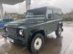 2015/15 REG LAND ROVER DEFENDER 90 HARD TOP TD 2.2 DIESEL GREEN 4X4, SHOWING 0 FORMER KEEPERS + VAT