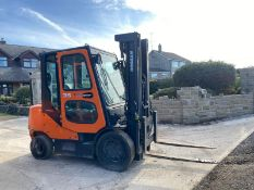 DOOSAN D3.5C-5 3 TON FORKLIFT, FULL GLASS CAB, YEAR 2012, IN GOOD CONDITION, RUNS, WORKS AND LIFTS