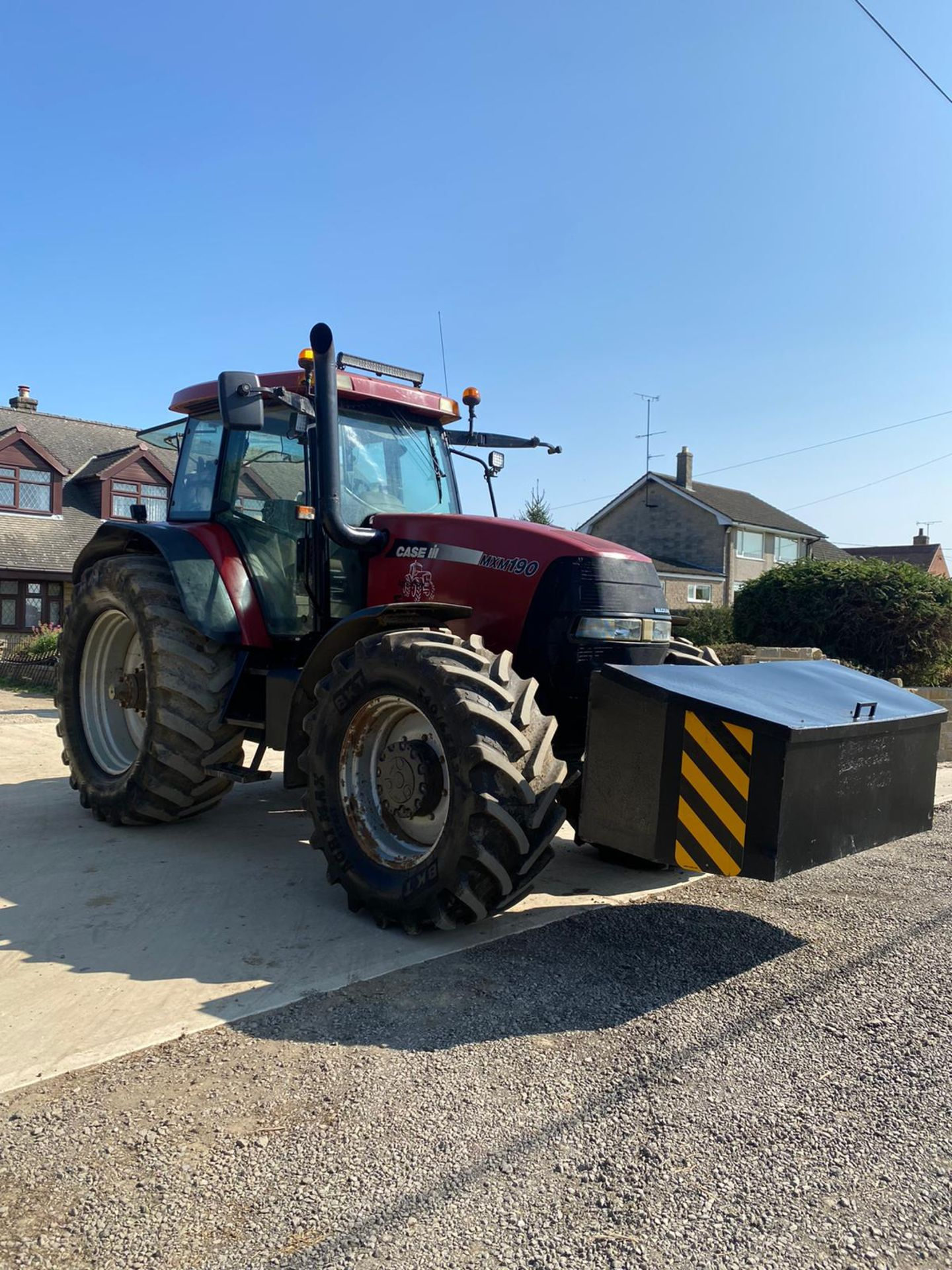 CASE MXM190 TRACTOR, VERY GOOD TYRES, TRANSPORT BOX ON THE FRONT, FRONT SUSPENSION *PLUS VAT* - Image 2 of 11