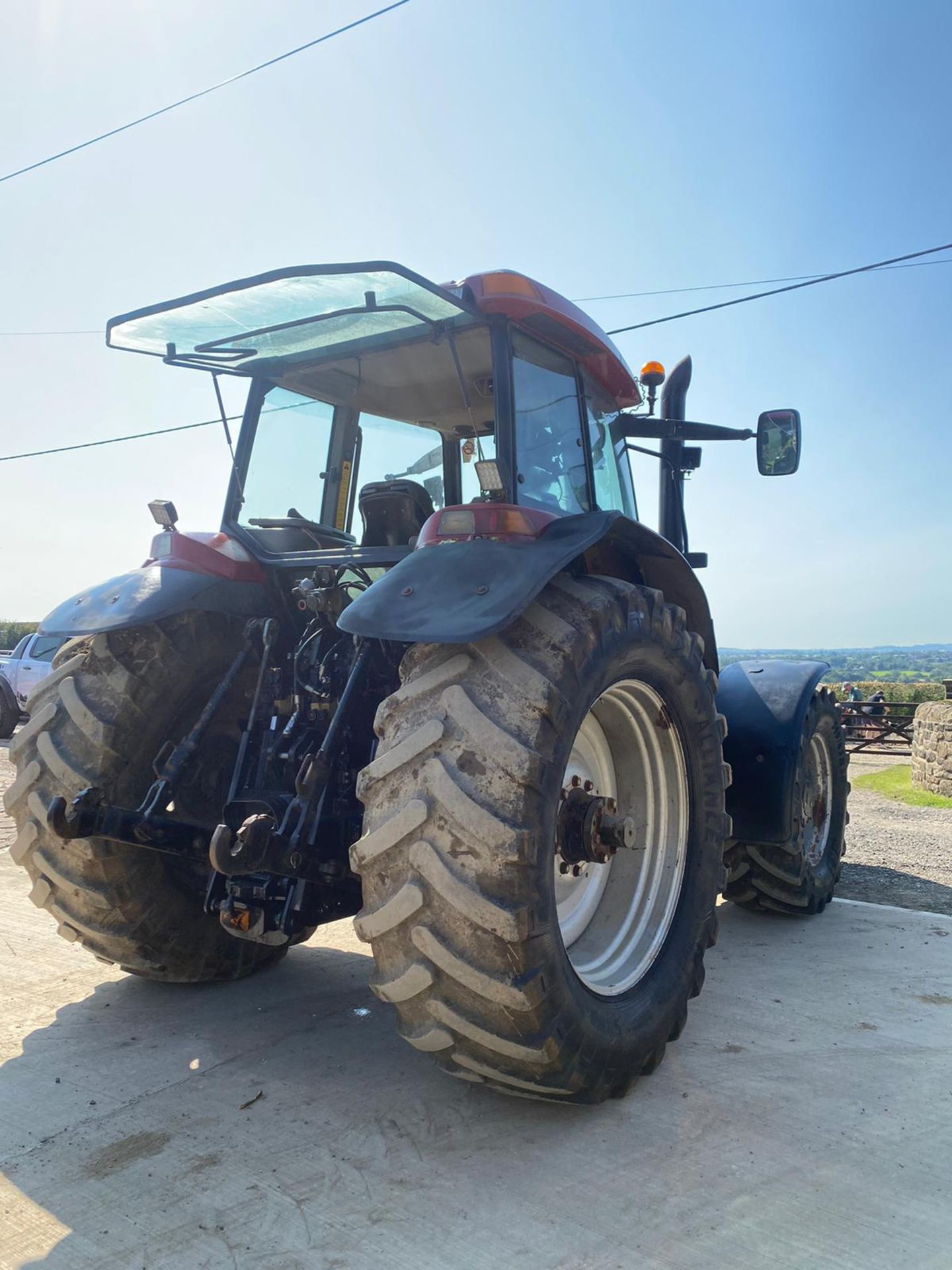 CASE MXM190 TRACTOR, VERY GOOD TYRES, TRANSPORT BOX ON THE FRONT, FRONT SUSPENSION *PLUS VAT* - Image 3 of 11
