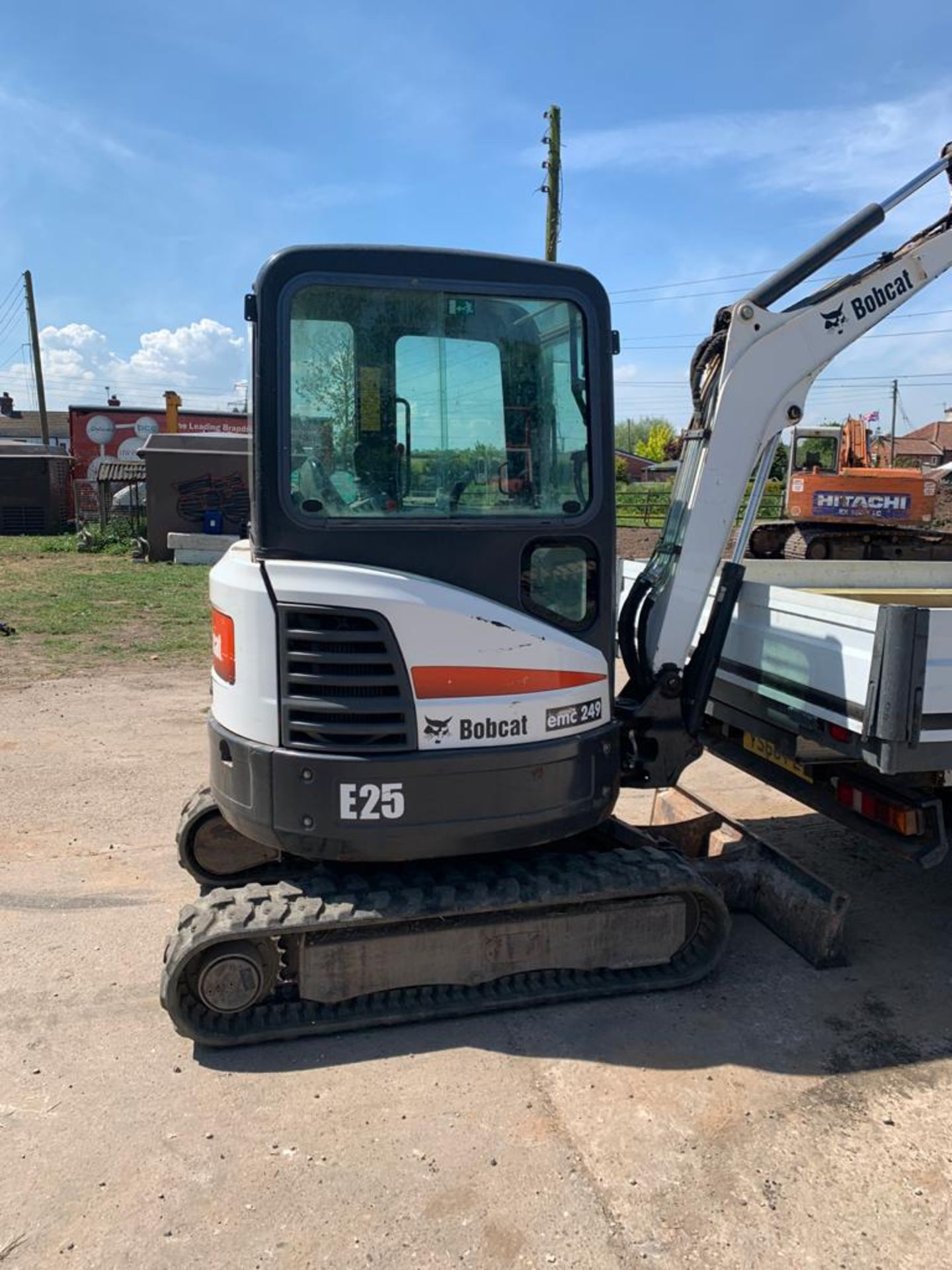 2014 BOBCAT E25 RUBBER TRACKED COMPACT EXCAVATOR / DIGGER, 15.3 KW, MASS 2516 KG *PLUS VAT* - Image 2 of 19