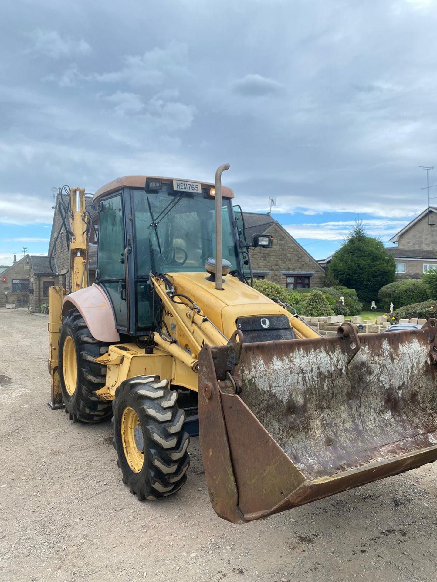 NEWHOLLAND NH95 DIGGER LOADER, 4 WHEEL DRIVE, 4-IN-1 BUCKET, EXTRA DIG, RUNS, WORKS AND DIGS - Image 6 of 8