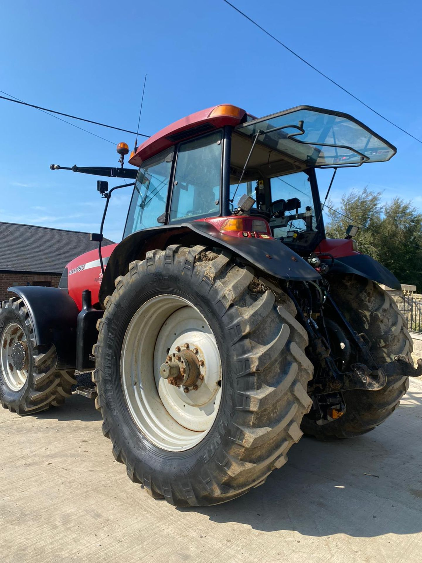 CASE MXM190 TRACTOR, VERY GOOD TYRES, TRANSPORT BOX ON THE FRONT, FRONT SUSPENSION *PLUS VAT* - Image 5 of 11