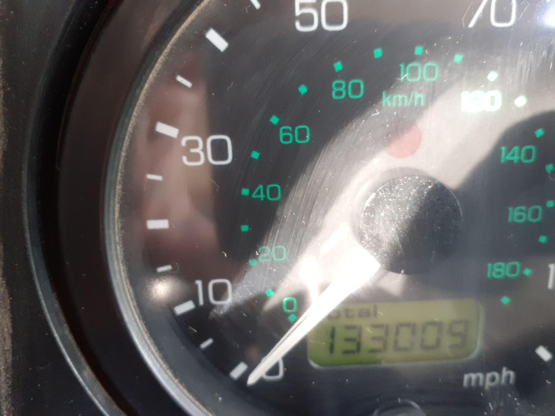 2002/51 REG LAND ROVER DEFENDER 90 PICK-UP TD5 RED 2.5 DIESEL 130 BHP, SHOWING 2 FORMER KEEPERS - Image 14 of 14