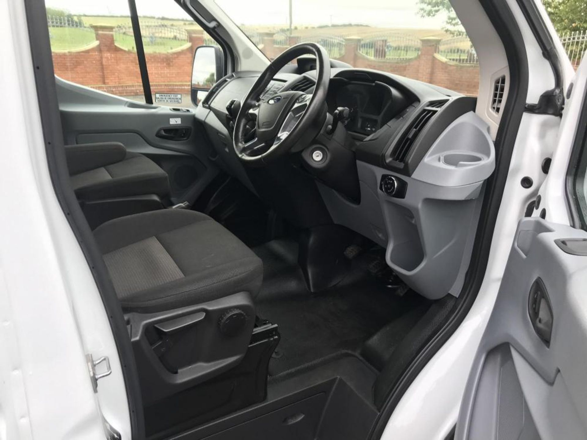 2017/17 REG FORD TRANSIT 460 ECONETIC TECH 2.2 DIESEL WHITE 17 SEAT MINIBUS, SHOWING 0 FORMER KEEPER - Image 12 of 17