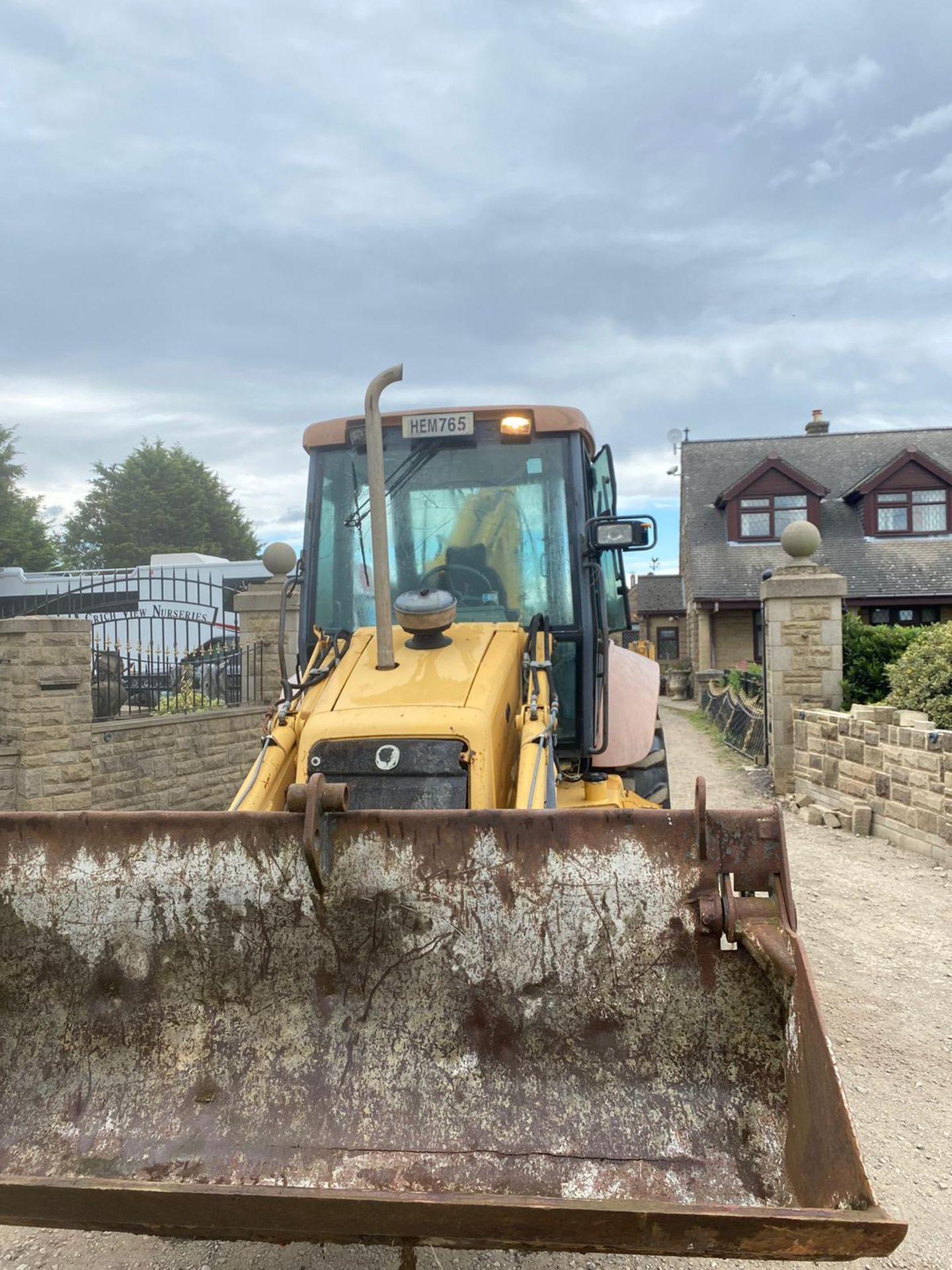 NEWHOLLAND NH95 DIGGER LOADER, 4 WHEEL DRIVE, 4-IN-1 BUCKET, EXTRA DIG, RUNS, WORKS AND DIGS - Image 3 of 8