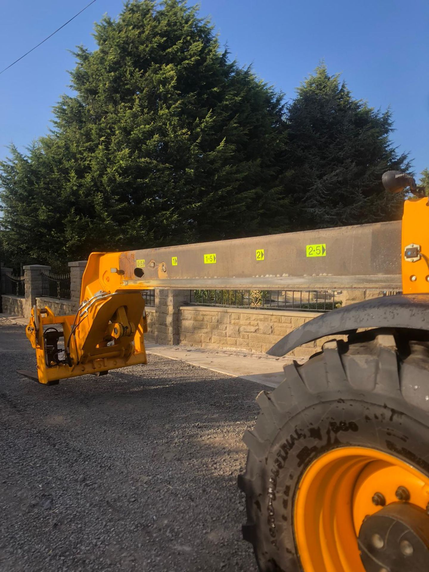 2012 JCB 550-80 AGRI PLUS TELEHANDLER, RUNS, DRIVES AND LIFTS, SHOWING 4214 HOURS *PLUS VAT* - Image 4 of 11