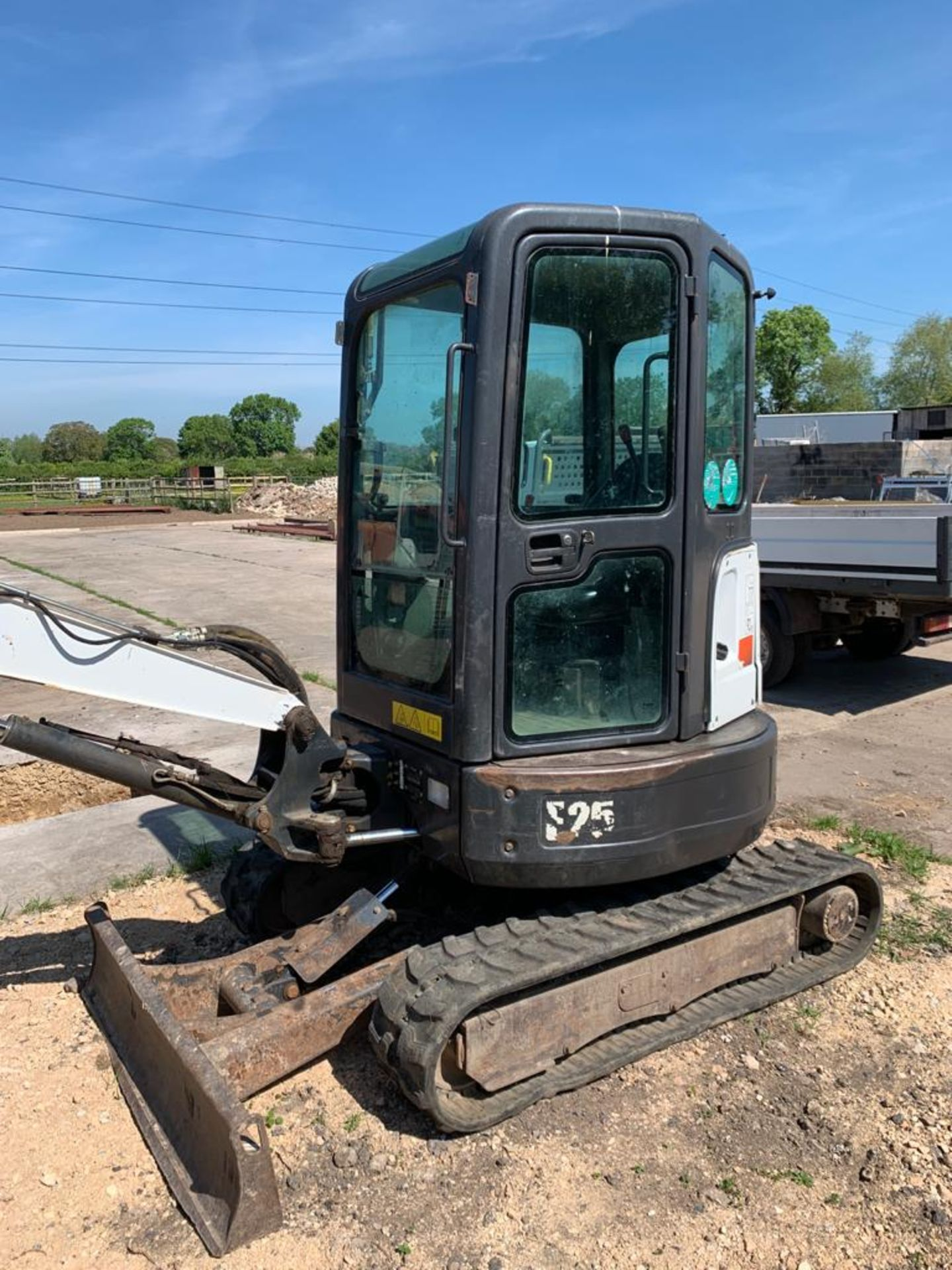 2014 BOBCAT E25 RUBBER TRACKED COMPACT EXCAVATOR / DIGGER, 15.3 KW, MASS 2516 KG *PLUS VAT* - Image 5 of 19