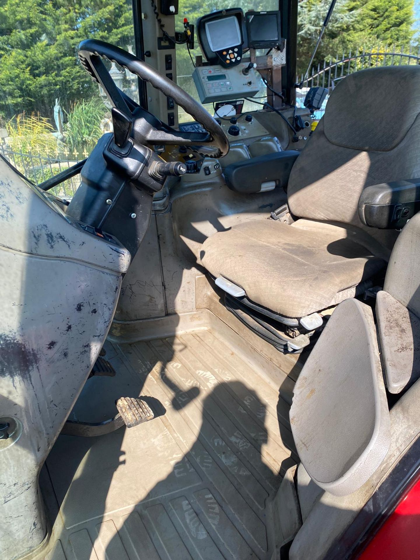 CASE MXM190 TRACTOR, VERY GOOD TYRES, TRANSPORT BOX ON THE FRONT, FRONT SUSPENSION *PLUS VAT* - Image 7 of 11