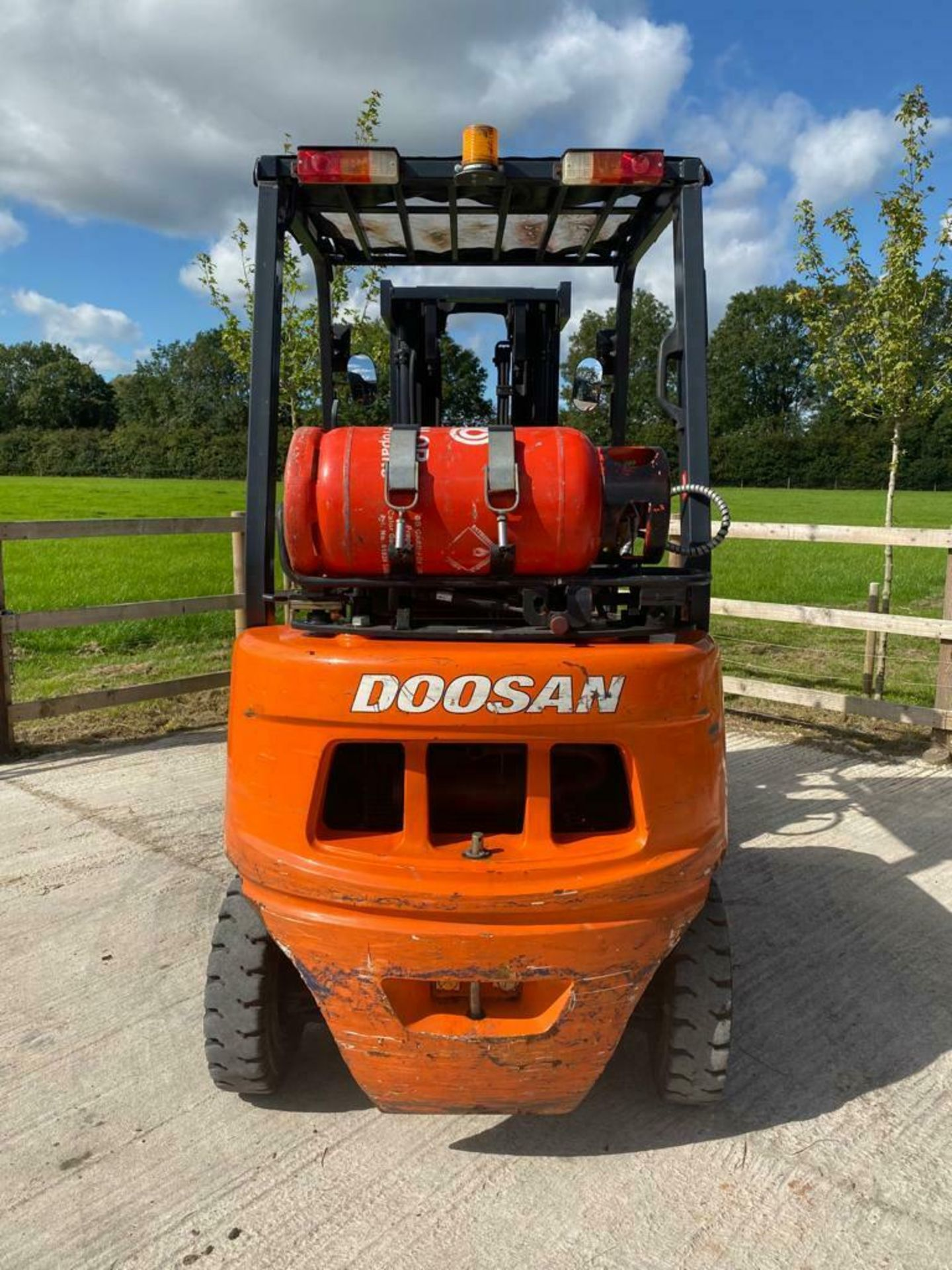 DOOSAN 2 TON GAS FORK LIFT, MODEL: G20G, YEAR 2016, TRIPLE MAST, SIDE SHIFT, CONTAINER SPEC, 4710MM - Image 5 of 5