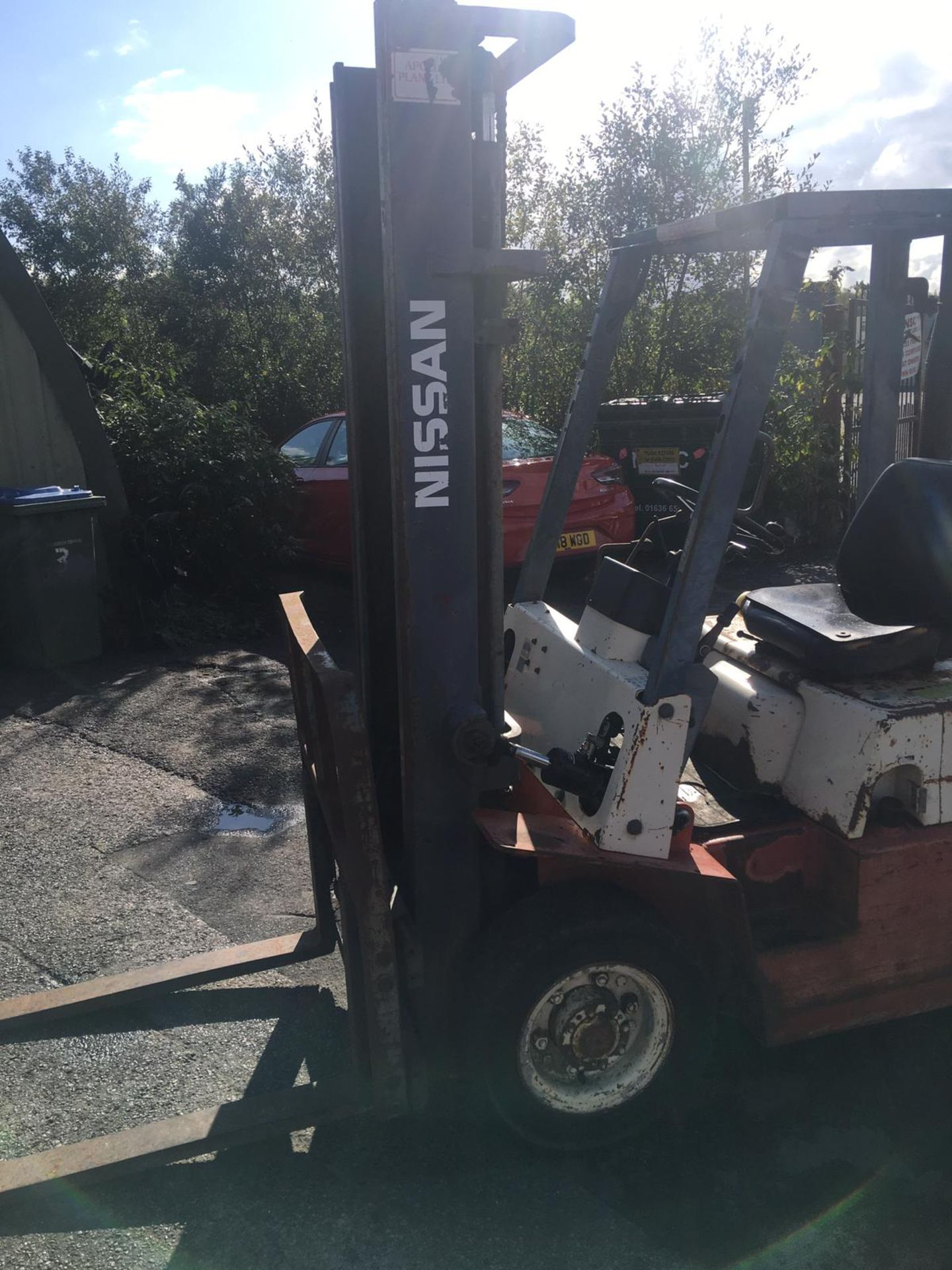 Lot 65 - NISSAN 20 2 TON DIESEL FORKLIFT, RUNS, WORKS & LIFTS, GOOD BRAKES AND HANDBRAKE, SIDE SHIFT *NO VAT*