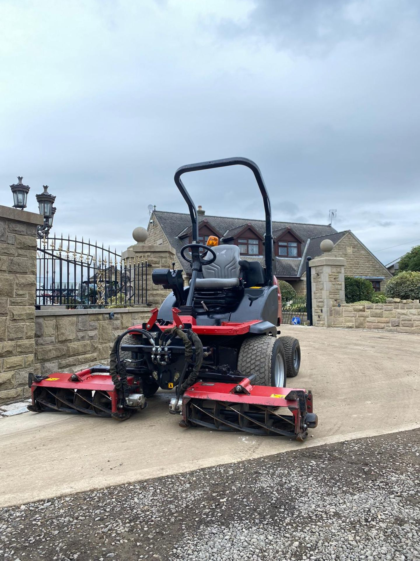 Lot 55 - 2014 TORO LT3340 CYLINDER MOWER, RUNS, WORKS AND CUTS, IN GOOD CONDITION, 4 WHEEL DRIVE *PLUS VAT*