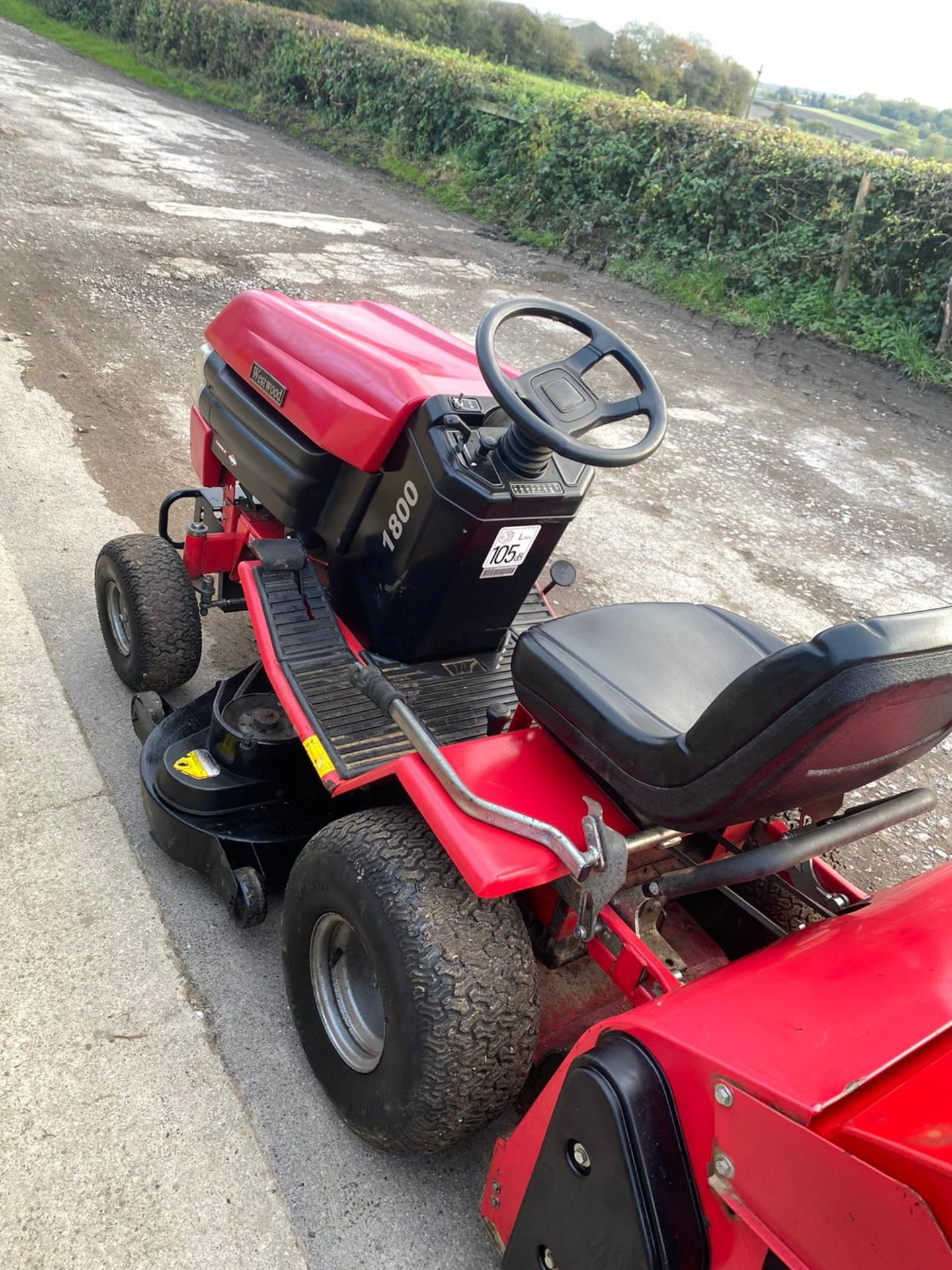 Lot 23 - WESTWOOD T1800 RIDE ON LAWN MOWER, 18HP V TWIN ENGINE, RUNS, DRIVES AND CUTS *NO VAT*