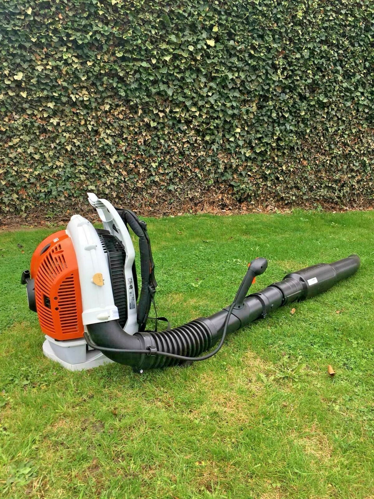 STIHL BACK PACK LEAF BLOWER, MODEL: BR500, MANUFACTURED 07/2017, NEVER USED, CHOICE OF 2 *PLUS VAT* - Image 3 of 7