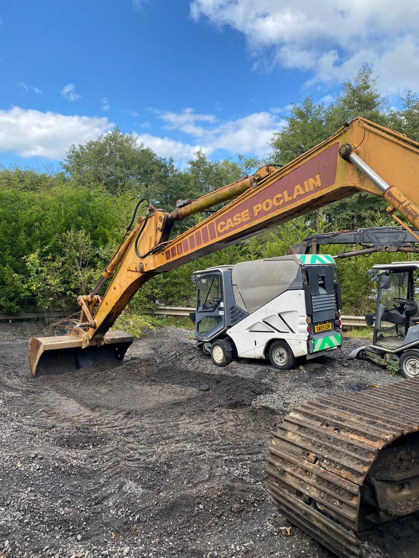 Lot 51 - CASE POCLAIN 1088 STEEL TRACKED EXCAVATOR / DIGGER, RUNS, DRIVES AND DIGS *PLUS VAT*