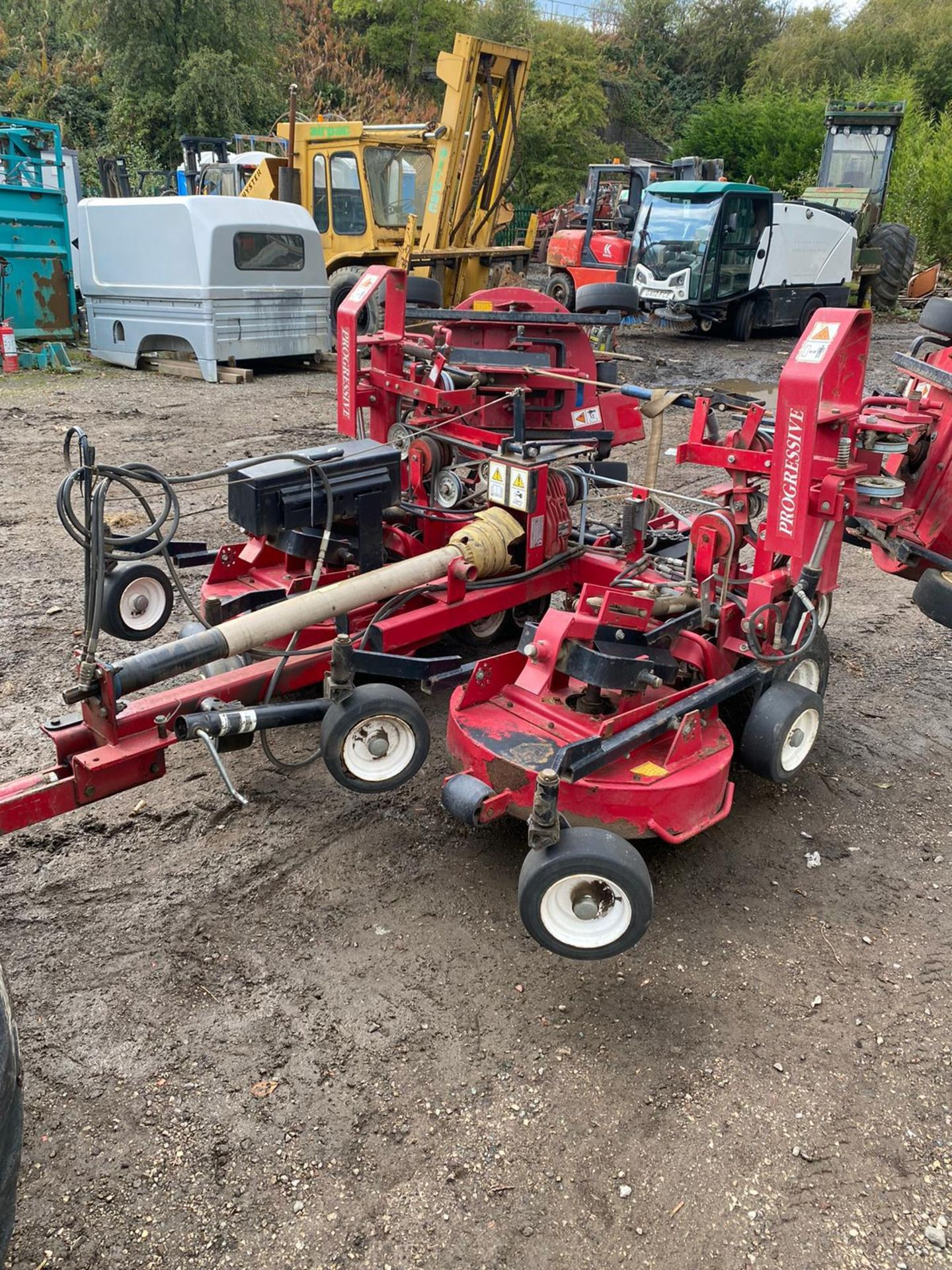 Lot 53 - PROGRESSIVE TOW BEHIND GANG MOWER, BELIEVES TO RUN AND CUT BUT NO PTO *PLUS VAT*