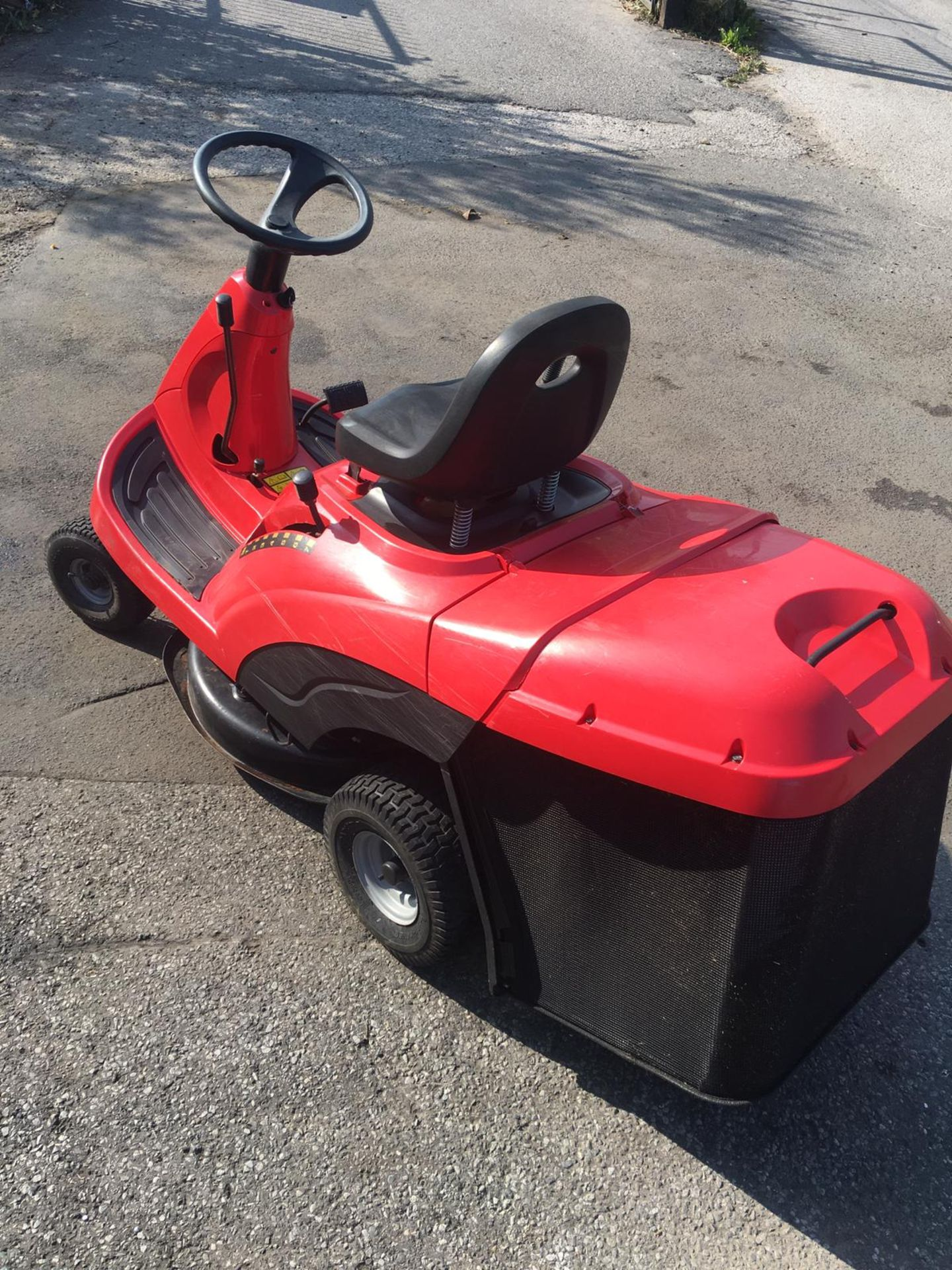 Lot 43 - CASTLEGARDEN F72 RIDE ON LAWN MOWER WITH REAR COLLECTOR, YEAR 1998, 5.2KW, 163 KG *NO VAT*