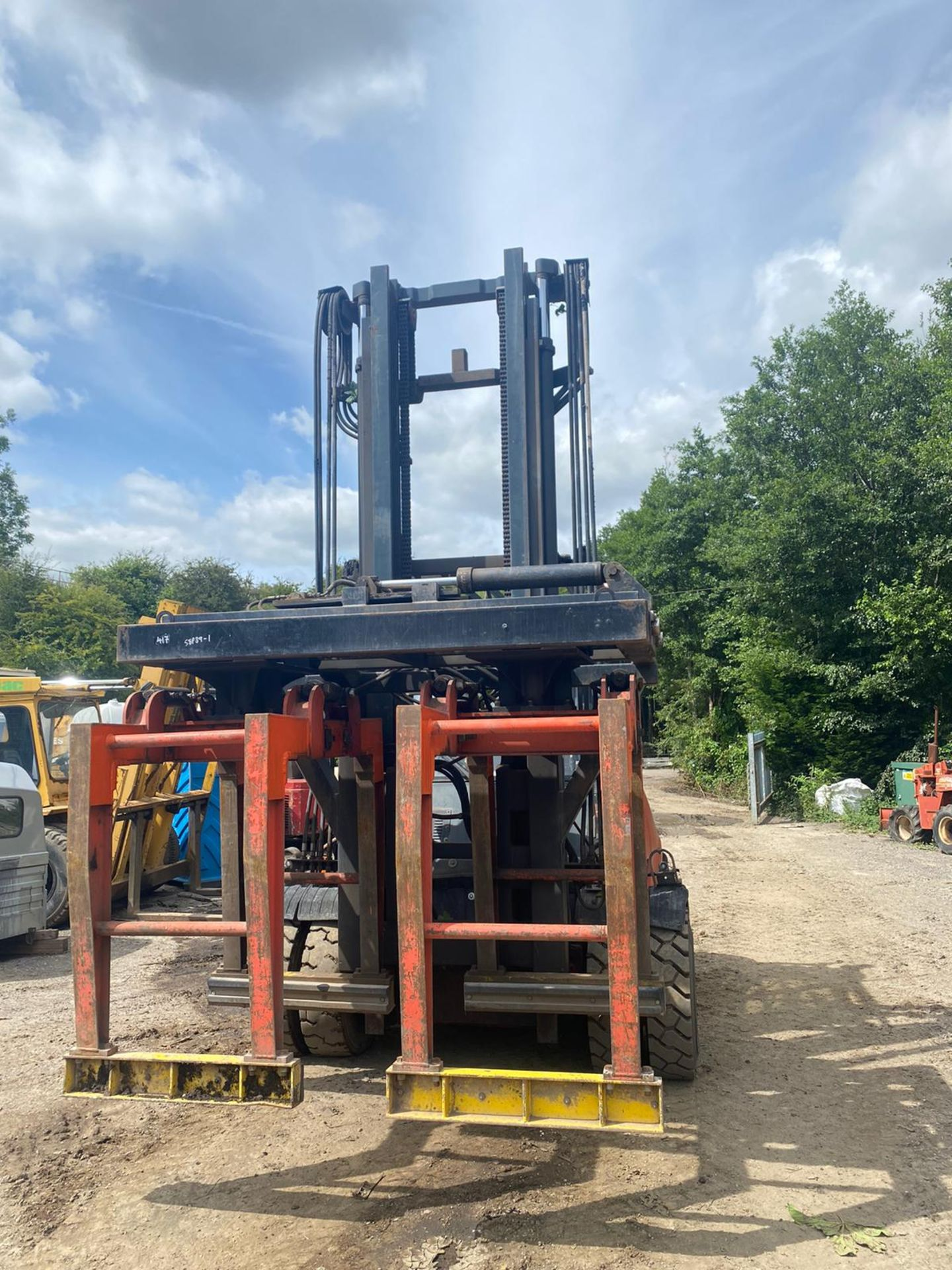 Lot 61 - LANSING 7 TON FORKLIFT WITH BRICK GRAB, RUNS, WORKS AND LIFTS *PLUS VAT*