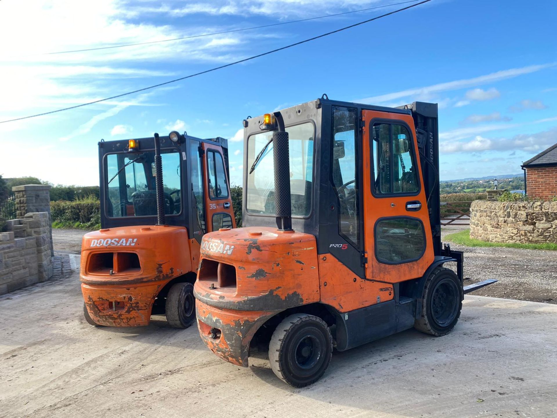 Lot 73 - DOOSAN D3.5C-5 3 TON FORKLIFT, FULL GLASS CAB, YEAR 2012, IN GOOD CONDITION, RUNS, WORKS AND LIFTS