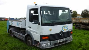 2004/04 REG MERCEDES CVS ATEGO 815 DAY DIESEL WHITE 4X2 AIRCRAFT BOWSER, SHOWING 0 FORMER KEEPERS