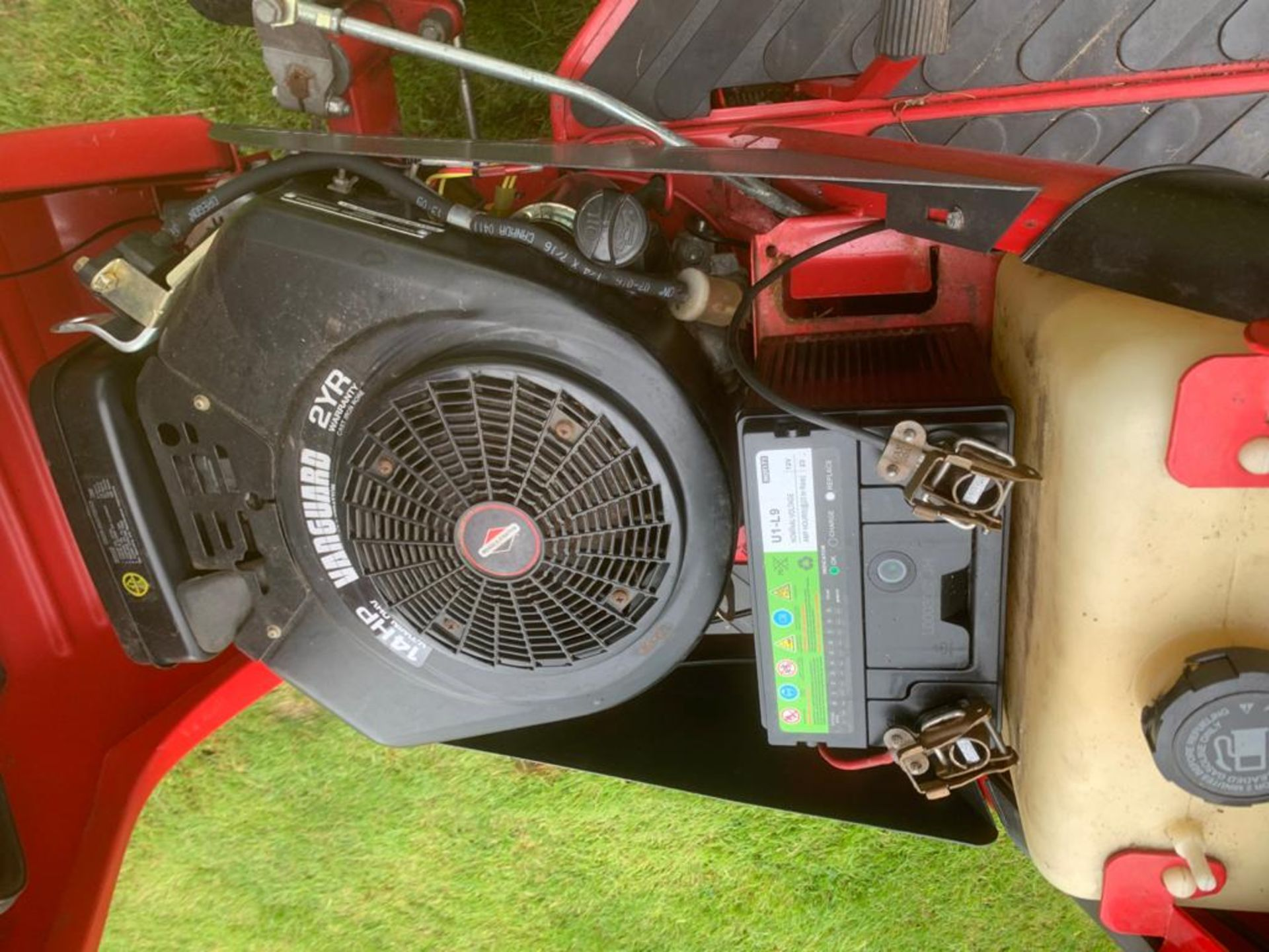 COUNTAX C400H HYDROSTATIC PETROL RIDE ON LAWN MOWER WITH SWEEPER *PLUS VAT* - Image 2 of 7