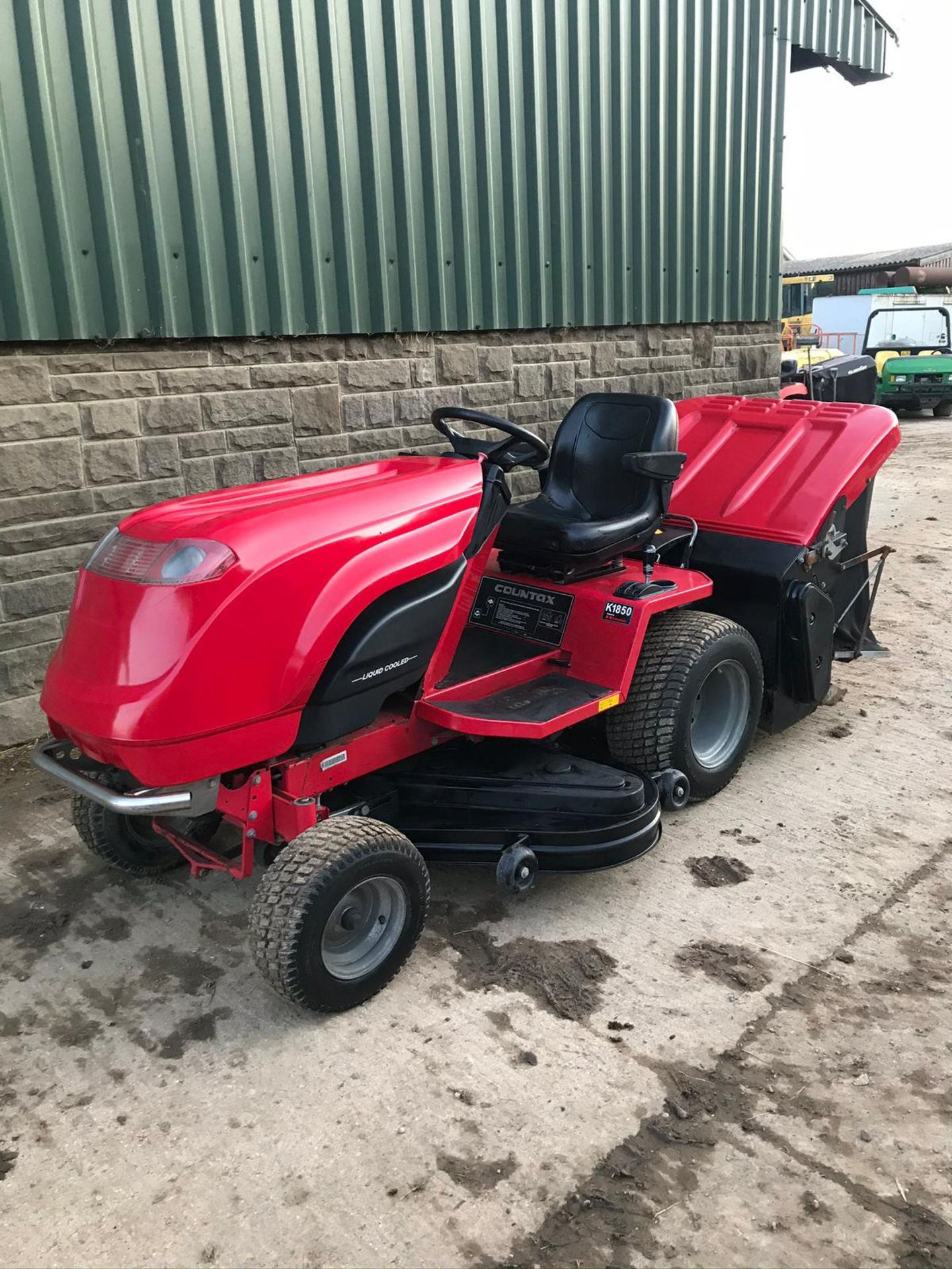 COUNTAX K1850 RIDE ON LAWN MOWER, RUNS, DRIVES AND CUTS, CLEAN MACHINE *NO VAT* - Image 3 of 5