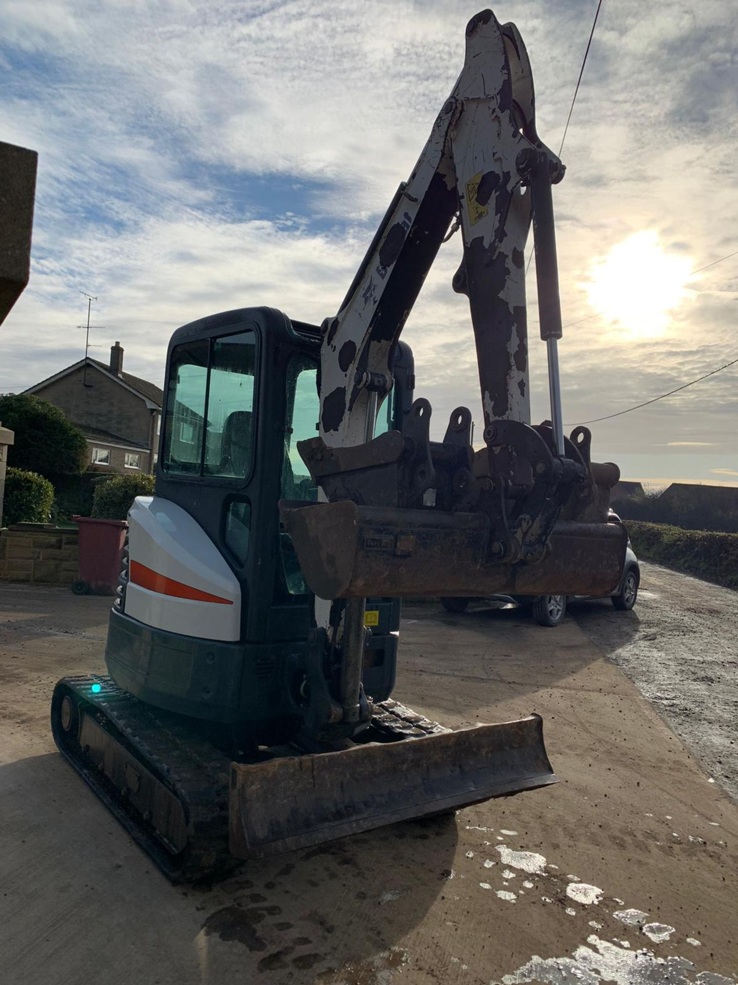2012 BOBCAT E26 RUBBER TRACKED CRAWLER EXCAVATOR / MINI DIGGER, RUNS, DRIVES AND DIGS, 3 X BUCKETS - Image 4 of 5