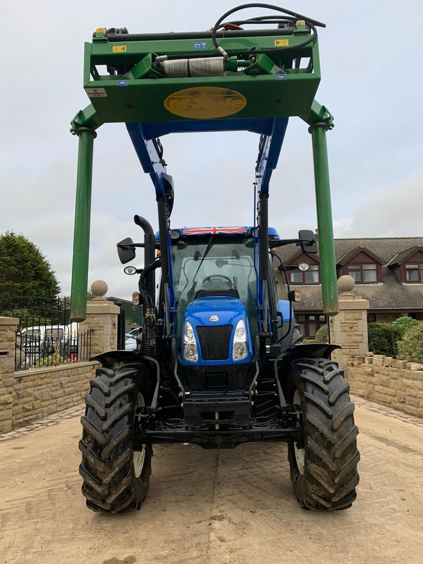 NEW HOLLAND T6.140 IN IMMACULATE CONDITION ON A 66 PLATE (2016) *PLUS VAT* - Image 3 of 9