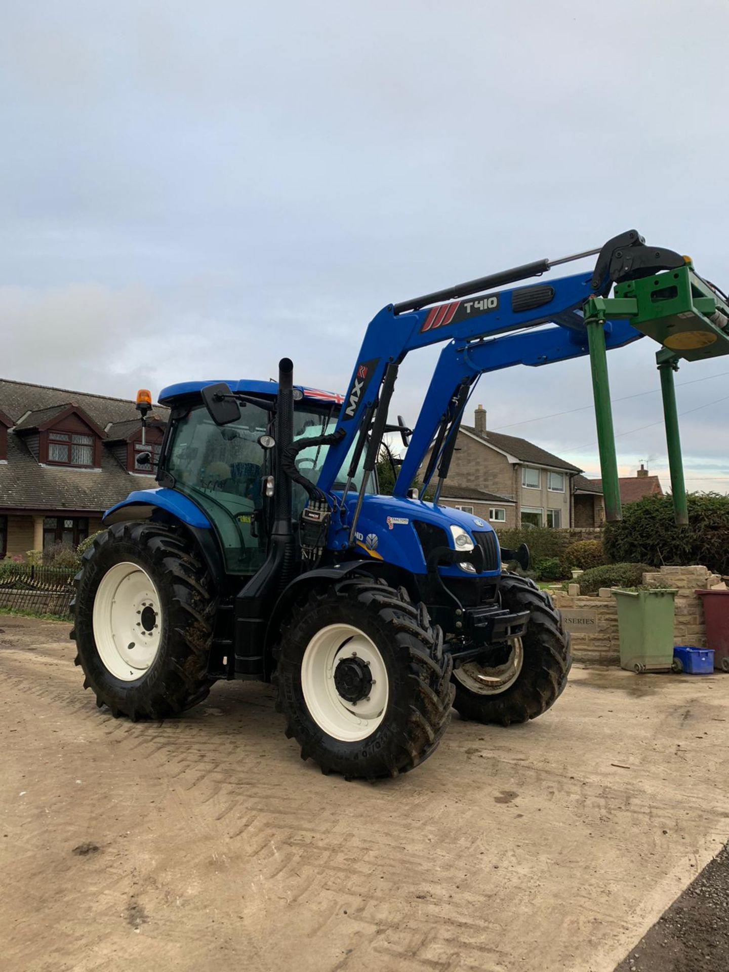 NEW HOLLAND T6.140 IN IMMACULATE CONDITION ON A 66 PLATE (2016) *PLUS VAT* - Image 4 of 9