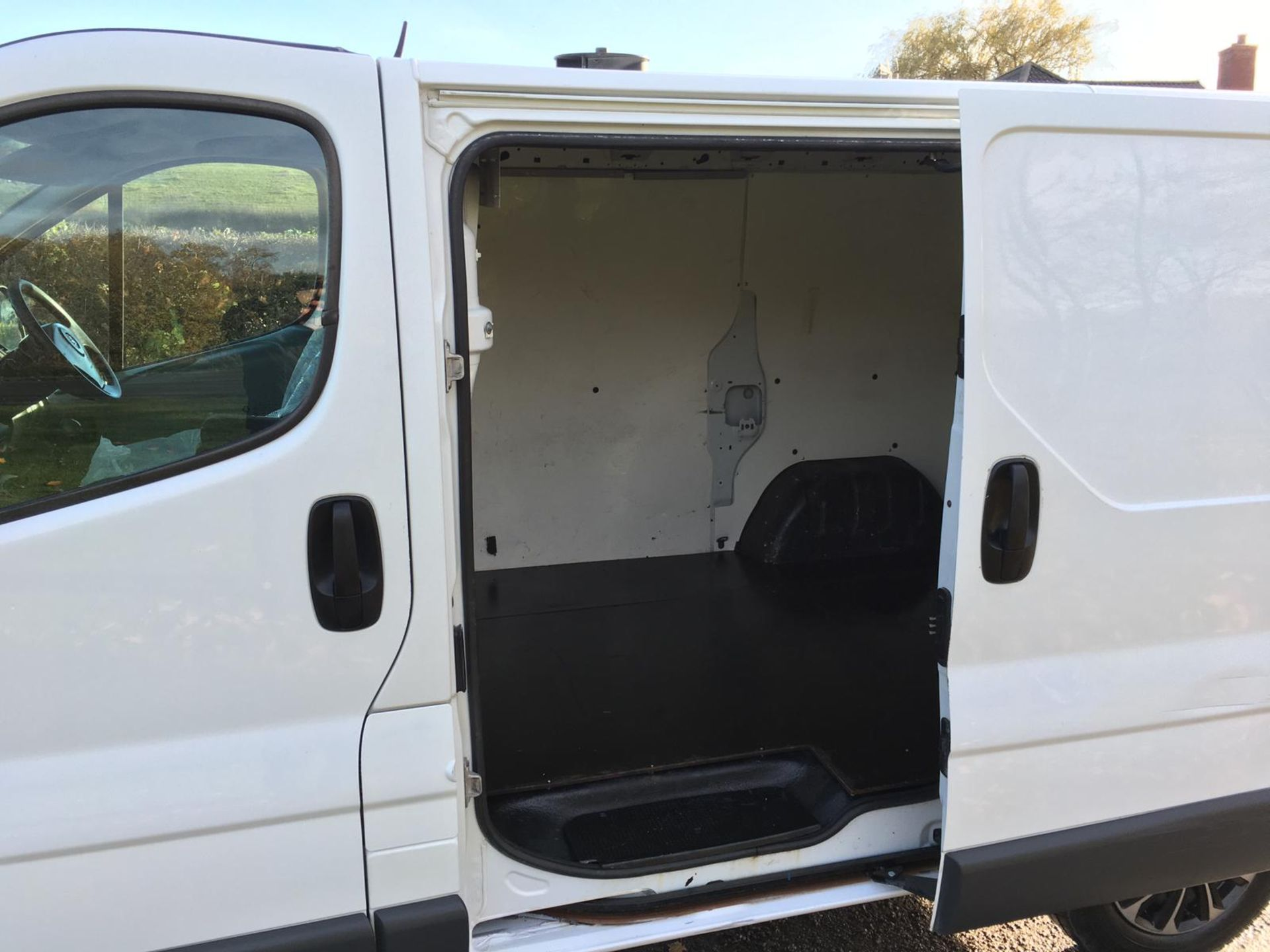 2008/58 REG VAUXHALL VIVARO 2900 CDTI SWB 2.0 DIESEL WHITE PANEL VAN, SHOWING 1 FORMER KEEPER - Image 11 of 12