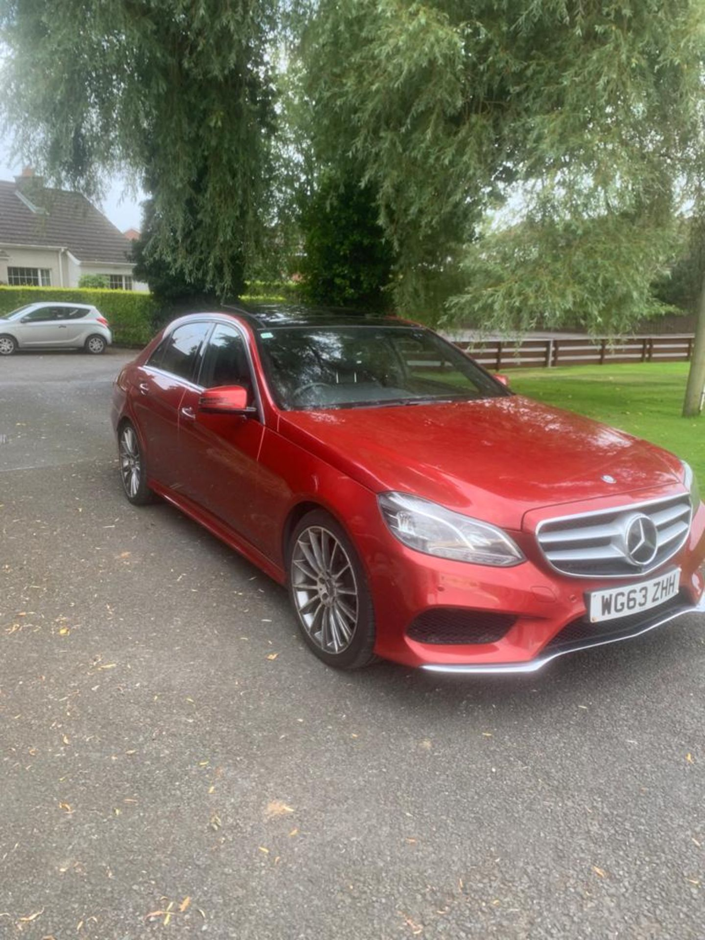 2014/63 REG MERCEDES-BENZ E300 AMG SPORT BLUETEC HYBRID 2.2 ELECTRIC DIESEL RED 4 DOOR SALOON - Image 3 of 15