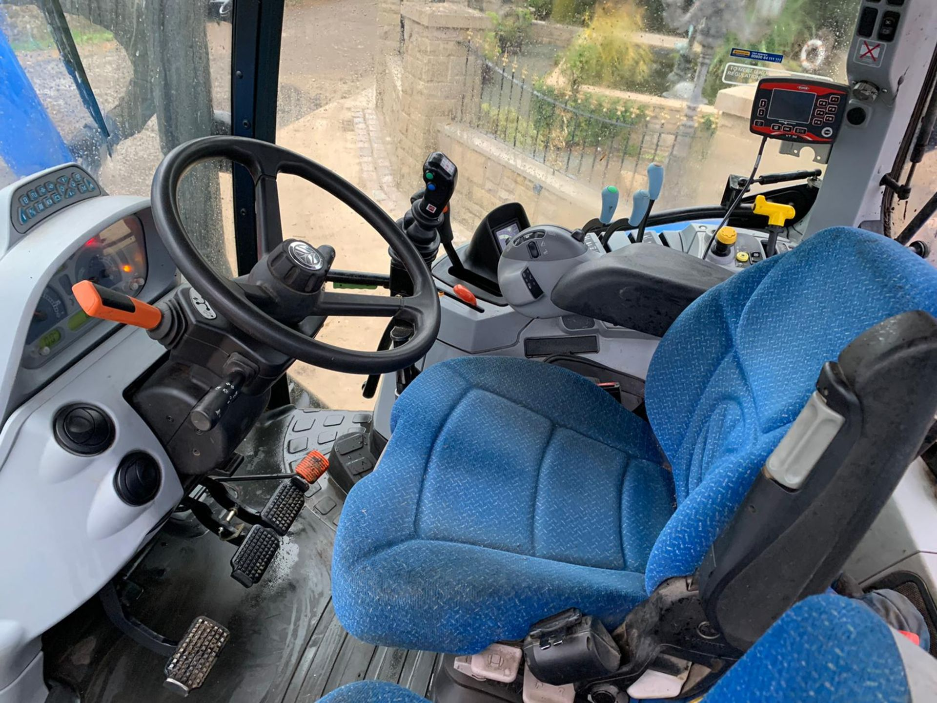 NEW HOLLAND T6.140 IN IMMACULATE CONDITION ON A 66 PLATE (2016) *PLUS VAT* - Image 5 of 9